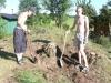 Kenny och Dennis gräver vidare. 060630