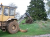 En inhyrd traktor kom och fixade grovjobbet. 060919