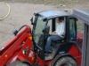 Här ger sig Dennis på traktorn och ska försöka bygga ett hopp!
