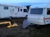 Framme på Hultsfreds Flygplats. Mona börjar montera ihop Cuben, Jonas plockar ut mer modeller från husvagnen.