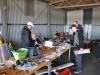Inne i hangaren var det bytesmarknad, Bosse från Norbergs MFK hade en del att sälja.